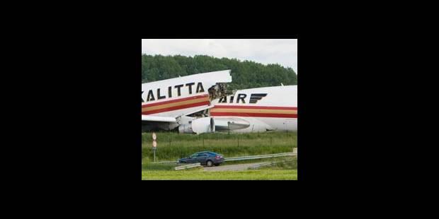 Le Boeing se brise en trois ! - La DH
