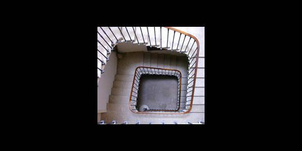 Une fillette tombe entre les rampes d'un escalier - La DH