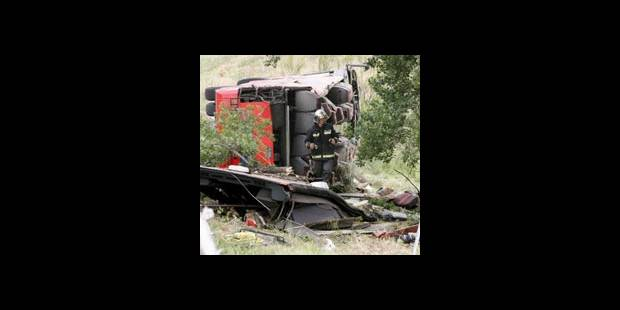 Sept tués, écrasés dans l'autocar fou - La DH