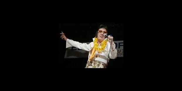 Elvis vous donne l'heure en dansant