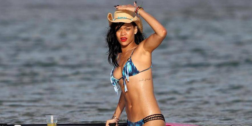 EXCLUSIVE: **PREMIUM RATE ** Rihanna hits the beaches of Hawaii