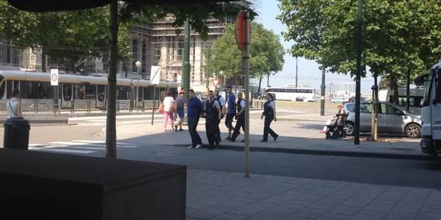 Des policiers tentent d'intimider un journaliste! - La DH