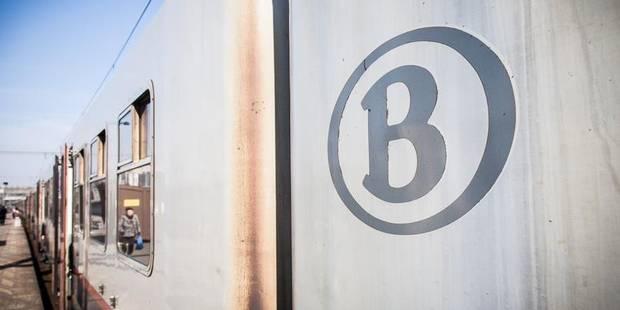 Un train circule... avec une porte ouverte - La DH