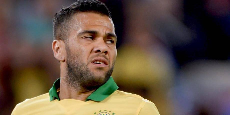 Dani Alves offre la victoire... à la Suisse