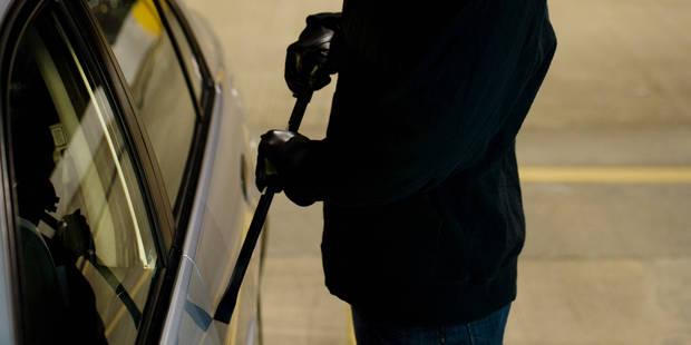 Un homme surprend un couple à bord de la voiture volée à son père - La DH