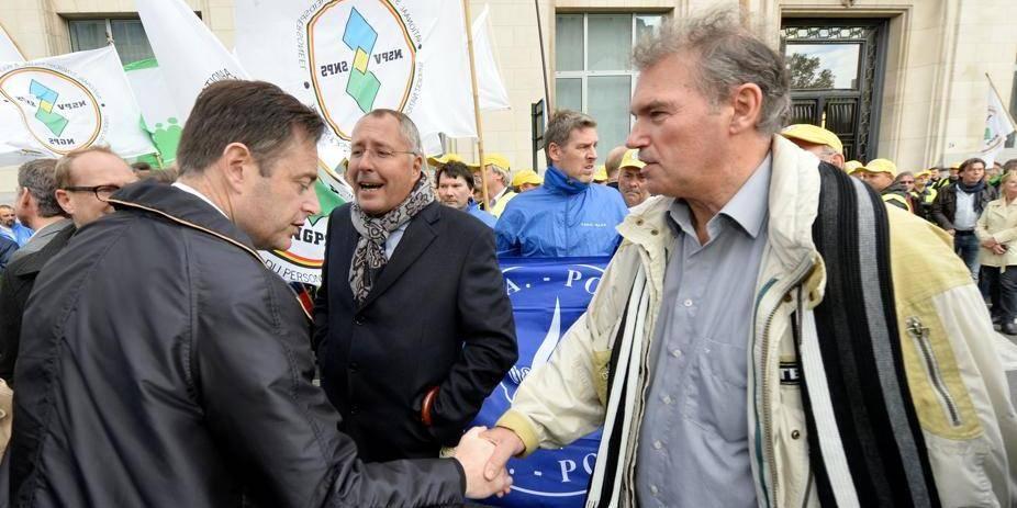 Trullemans et De Wever présents à la manif' des policiers
