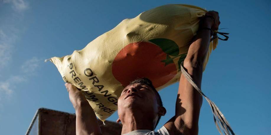 Philippines: l'aide aux victimes du typhon doit être accélérée