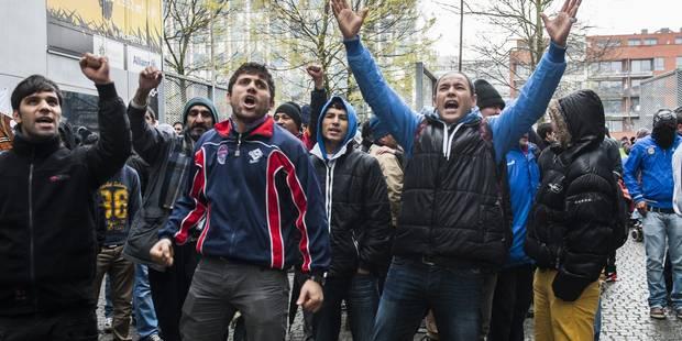 Une centaine d'Afghans devant les cabinets d'Elio Di Rupo et du cdH - La DH