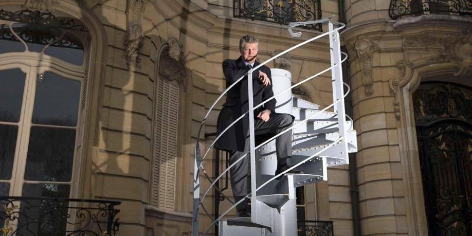 Un tronçon d'escalier de la Tour Eiffel adjugé 220.000 euros