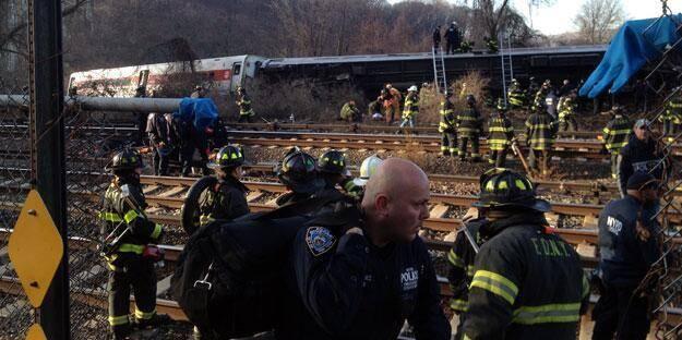 Déraillement d'un train à New York: quatre morts