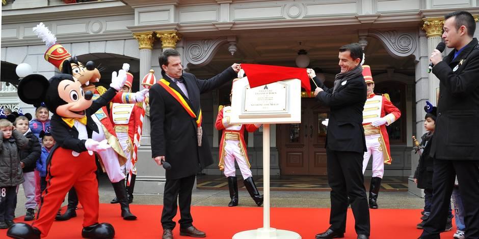 Dinant à Disneyland Paris: une plaque commémorative scelle le jumelage