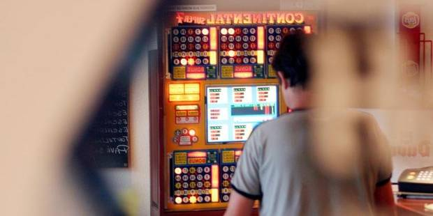 Blanchiment, prostitution, bingos: la traque des patrons de café louches - La DH
