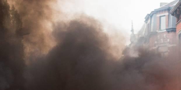 Un feu de véhicule se propage à trois habitations - La DH