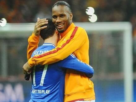 Eden Hazard of Chelsea and Didier Drogba of Galatasaray. FOOTBALL : Galatasaray vs Chelsea - Ligue des Champions - 8es Aller - 26/02/2014 © PanoramiC / PHOTO NEWS PICTURES NOT INCLUDED IN THE CONTRACTS