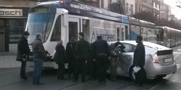 Bruxelles: accident entre un tram et une voiture à l'arrêt Solbosch - La DH