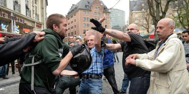 La police disperse une manifestation contre la tenue d'un meeting du Vlaams Belang - La DH
