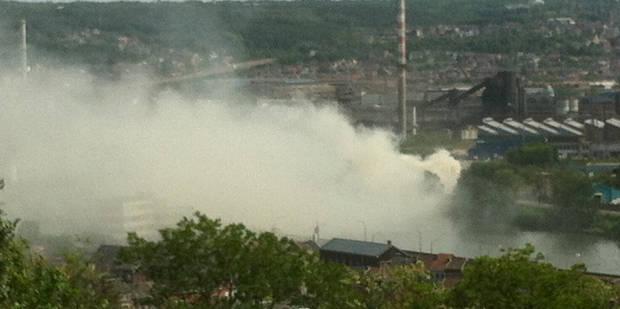Un énorme feu de bois sème la pagaille à Seraing - La DH