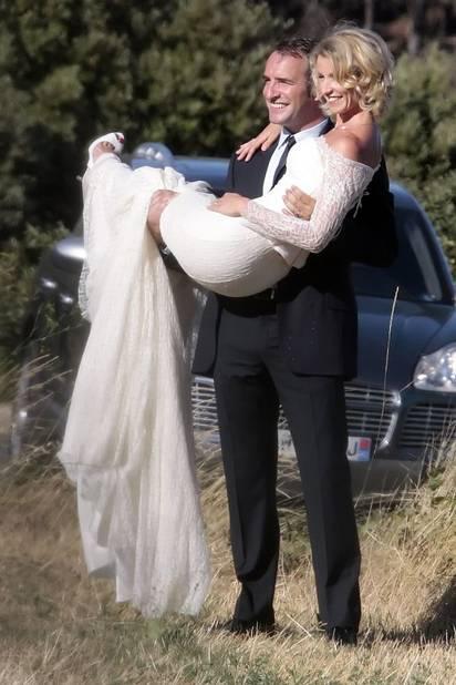 Alexandra Lamy en robe ivoire dentelée pour son mariage avec Jean Dujardin.