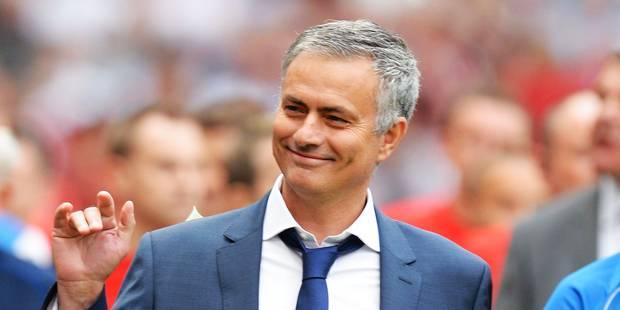 Mourinho monte sur le terrain et tacle - La DH