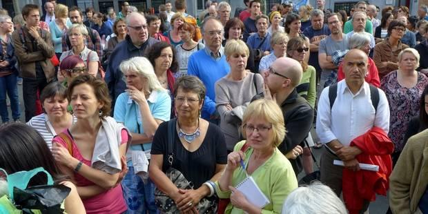 Bruxelles: 250 clients manifestent contre la fermeture du Delhaize Verhaeren - La DH
