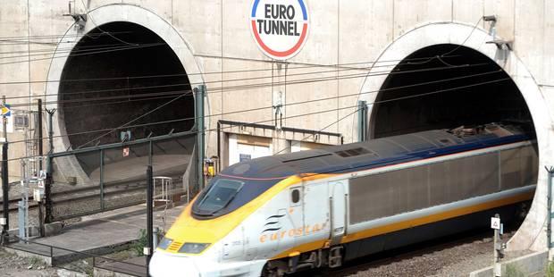 Evacuation d'une navette passagers d'Eurotunnel sous la Manche - La DH