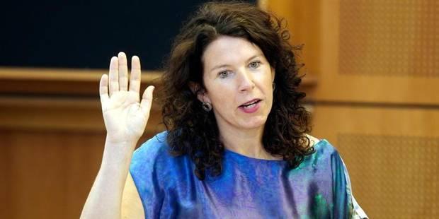 """Prof prié de ne pas révéler son homosexualité: Bianca Debaets dresse un parallèle avec """"Femme de la rue"""""""