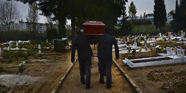 Le pasteur, le croque-mort et les porteurs