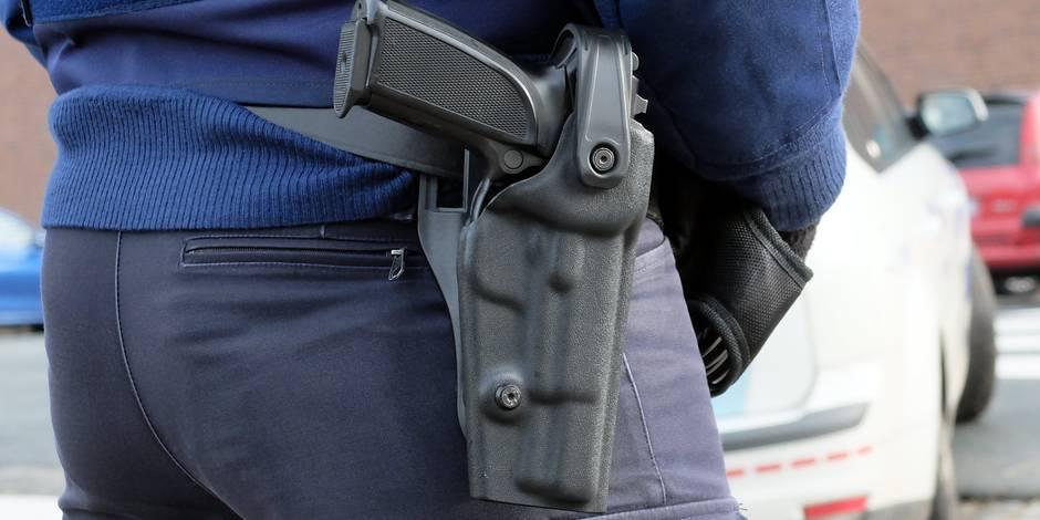Un homme armé maîtrisé dans un commissariat bruxellois