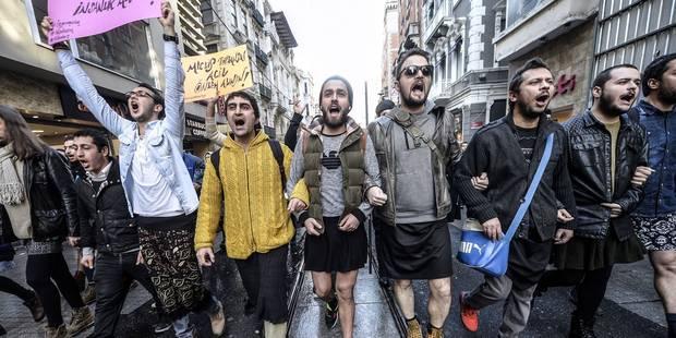 En Turquie, des hommes manifestent... en jupe - La DH