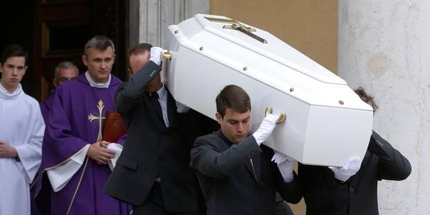 Aux obsèques de Camille Muffat, François Damiens lui livre un dernier message - La DH