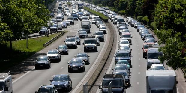 Double accident sur la E40 en direction de la Côte: le trafic est rétabli - La DH