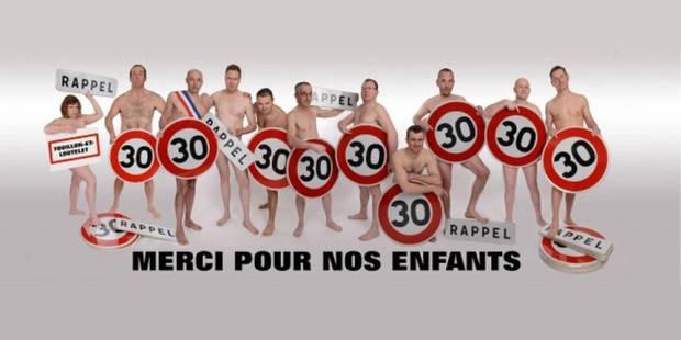 France: onze élus nus affichés à l'entrée d'un village - La DH