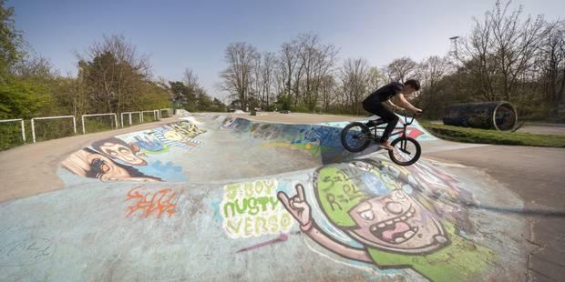 LIEGE. SKATEPARK DE COINTE OU PEUVENT S ENTRAINER LES JEUNES PRATIQUANT LE BMX FREESTYLE. photo michel tonneau