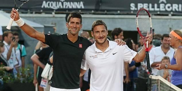 Francesco Totti joue avec Djokovic et Wozniacki
