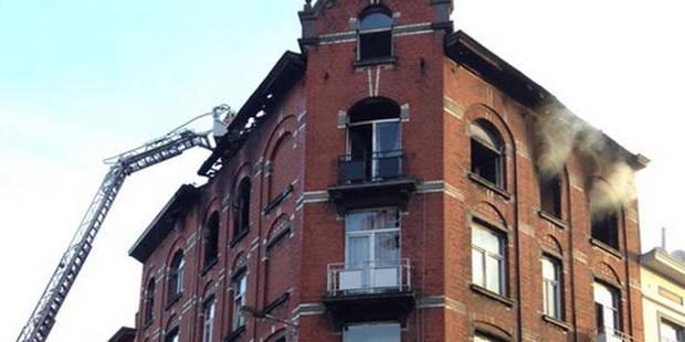 Incendie dans un immeuble à appartements à Molenbeek: 14 blessés dont 3 sérieux - La DH