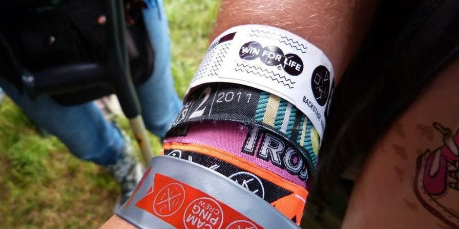 Les bracelets des festivals, de véritables nids à bactéries