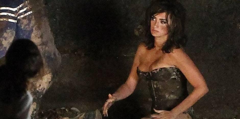 Penélope Cruz fait l'amour dans la boue