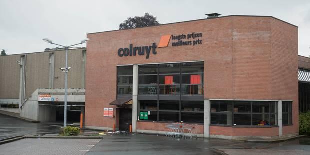 Coups de couteau au Colruyt de Jette: le suspect transféré au centre de Vottem - La DH