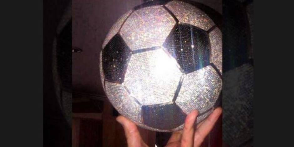 Voici le ballon de diamants à 250 000 dollars de Karim Benzema!