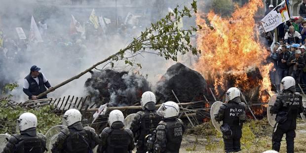 Les photos impressionnantes des affrontements entre agriculteurs et policiers - La DH