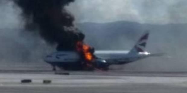 """Un avion en feu �vacu� � Las Vegas: """"les flammes ont fait fondre des fen�tres"""" (VIDEO)"""