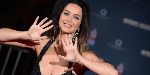 Katy Perry: mini robe (très) décolletée pour grand moment sur Hollywood Boulevard - La DH