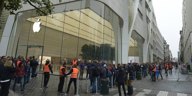 Plus de 500 personnes à l'ouverture du premier Apple store de Belgique - La DH