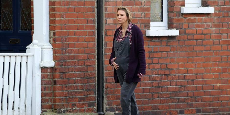 Bridget Jones dévoile son baby bump