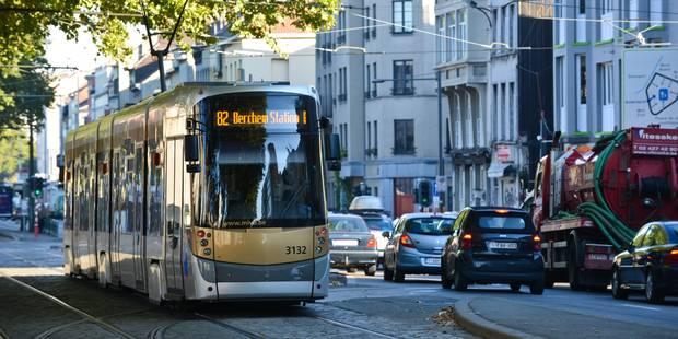 Uccle : branle-bas de combat autour d'un tram pour un homme armé! - La DH