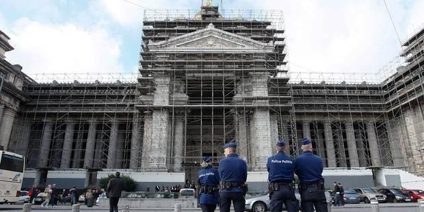 Attentats à Paris: Le Centre de crise appelle à une vigilance accrue en Belgique