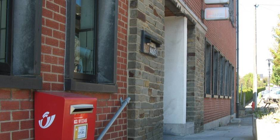 17 bureaux de poste sur la sellette la dh for Bureau de poste rousset 13