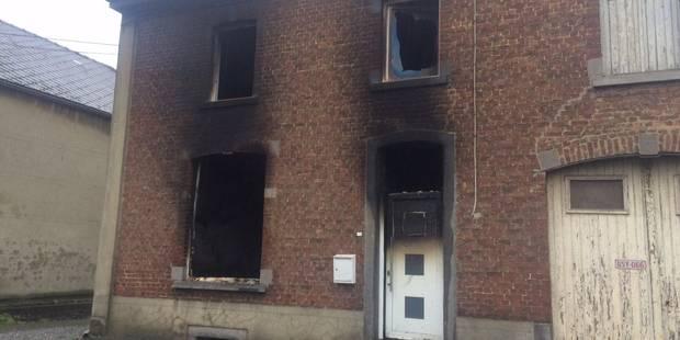 Wanfercée-Baulet: une maison ravagée par le feu (PHOTOS) - La DH
