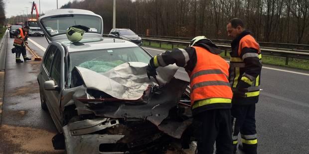 Châtelineau: un conducteur percute une voiture sur la bande d'arrêt d'urgence - La DH