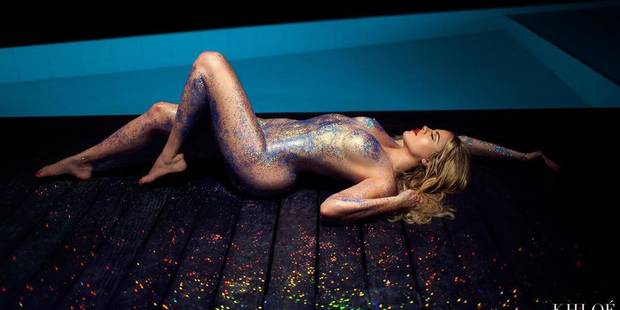 Khloé Kardashian nue au bord de la piscine - La DH